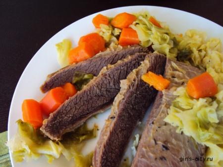 Маринованное мясо бизона с черничным соусом