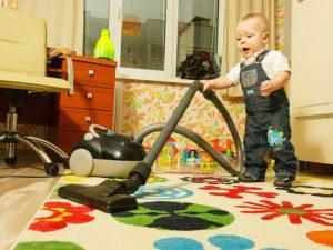 Как научить ребенка убираться